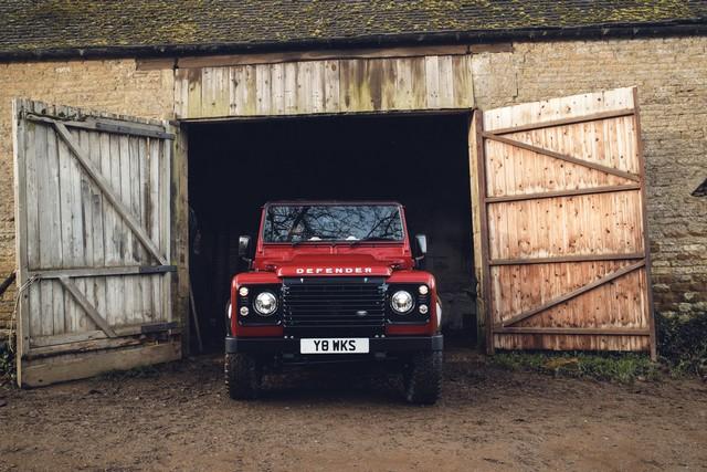Land Rover lance une version V8 du Defender pour célébrer ses 70 ans 060dbd0d3db0ba80883b
