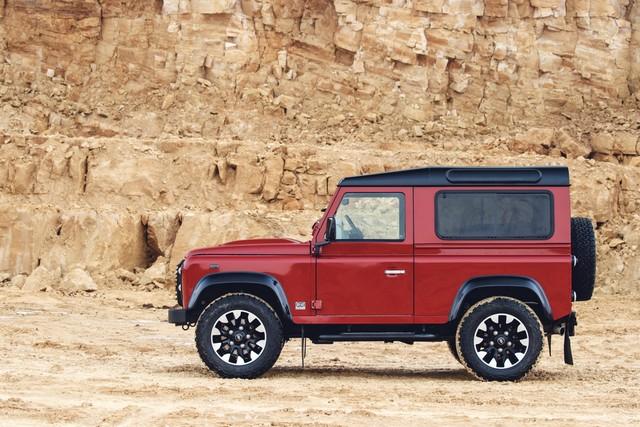 Land Rover lance une version V8 du Defender pour célébrer ses 70 ans 37cb1b12214752cbc285