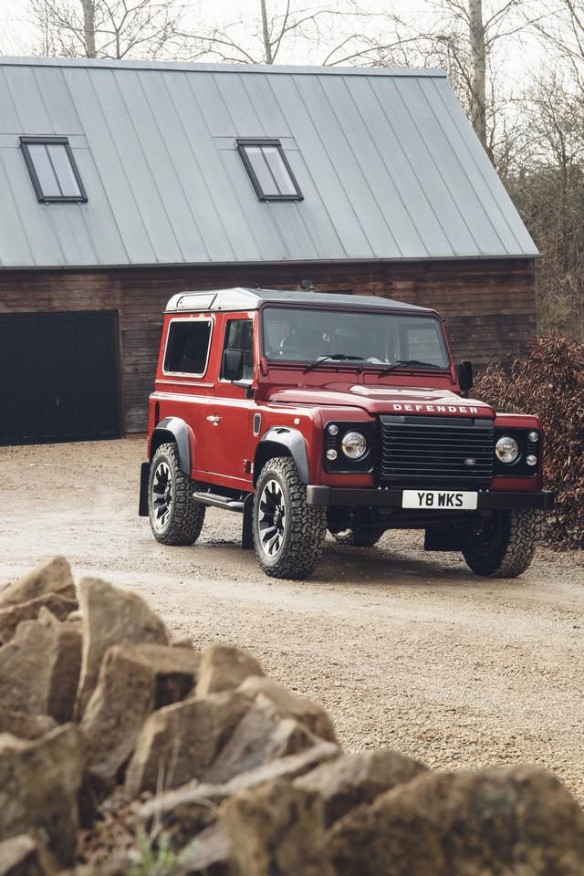 Land Rover lance une version V8 du Defender pour célébrer ses 70 ans 7255fbf5777ed55b16f5