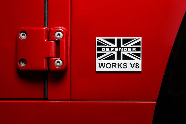 Land Rover lance une version V8 du Defender pour célébrer ses 70 ans 25698def2ee11181fa6c