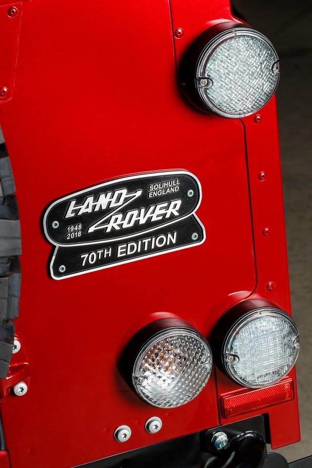 Land Rover lance une version V8 du Defender pour célébrer ses 70 ans 51665b5ab7e03142b18a
