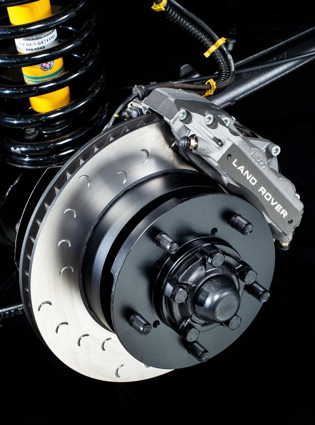 Land Rover lance une version V8 du Defender pour célébrer ses 70 ans 181bc3052e4f0231aa51