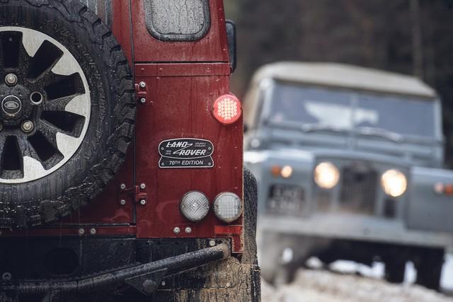 Land Rover lance une version V8 du Defender pour célébrer ses 70 ans 9c9114cbdd18054998be